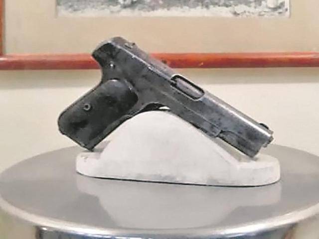 chandra sekhar azad pistol